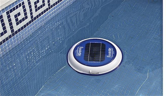 limpieza de piscina con energía solar
